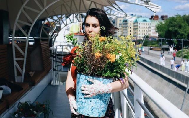 Заставка для - Московский проект предлагает бабушкам заработать на цветах