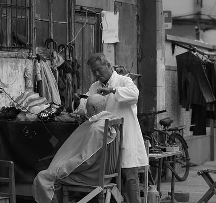Заставка для - В Москве появилась парикмахерская для бездомных