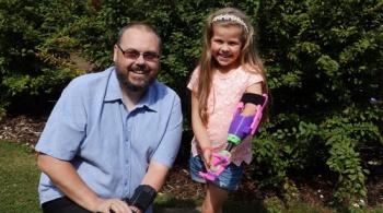 Заставка для - Девочка получила 3D-протез руки от волонтера с 3D-протезом
