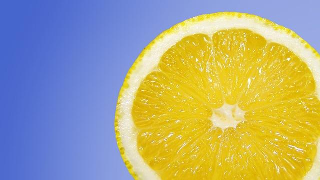 Заставка для - «Пол-лимона или штука»: съесть лимон и помочь благотворительному фонду