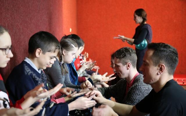 Заставка для - Первая в Приморье детская инклюзивная театральная студия