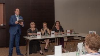 Мария Новосельцева на первой генеральной ассамблее WIDA (World Integrative Dance Association), слева – представительница Грузии Нино Кавзинадзе, справа - представительница Польши Иоанна Поплавская, рядом с ними – Андрей Мичунек.